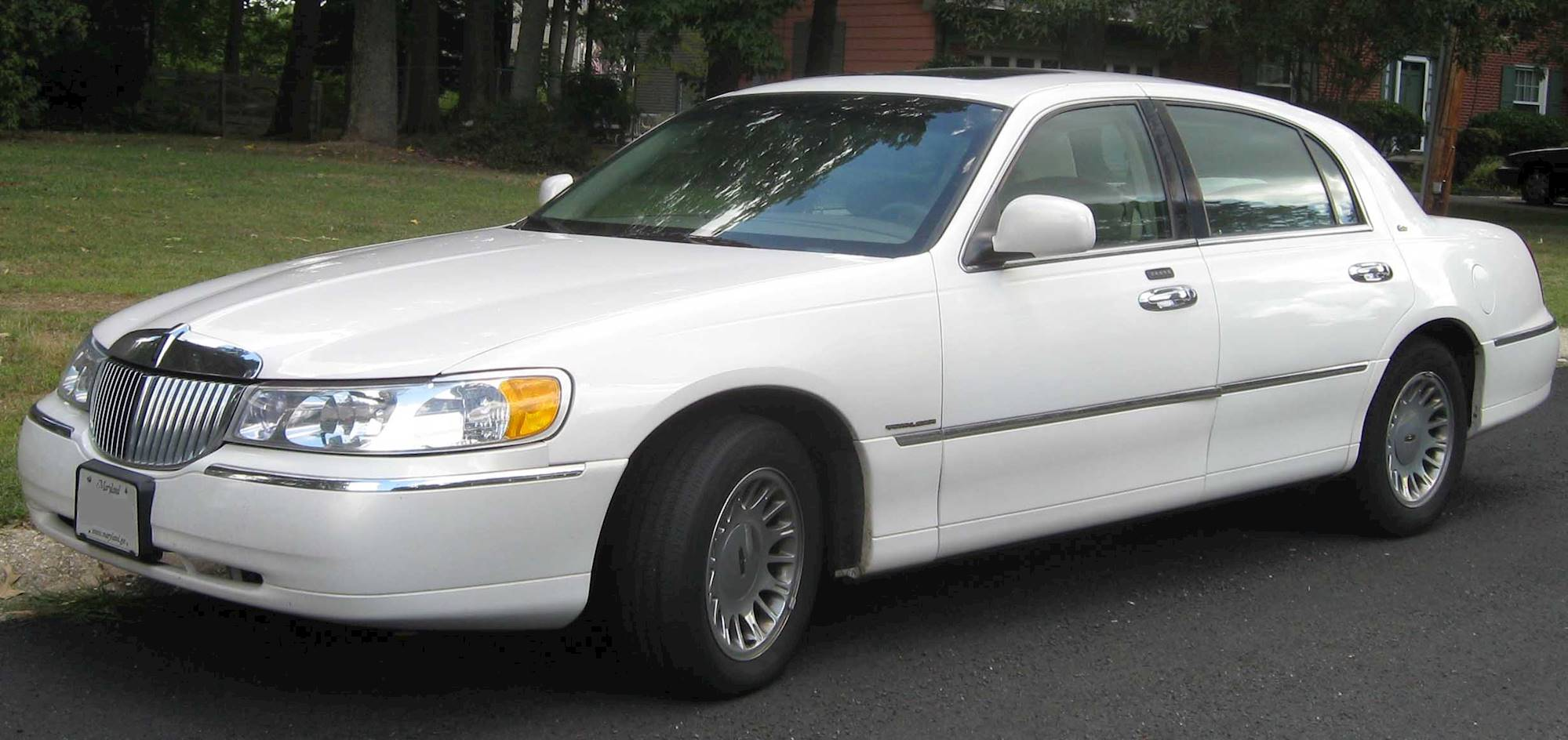 2000 Lincoln Town Car Executive Sedan 4 6l V8 Auto