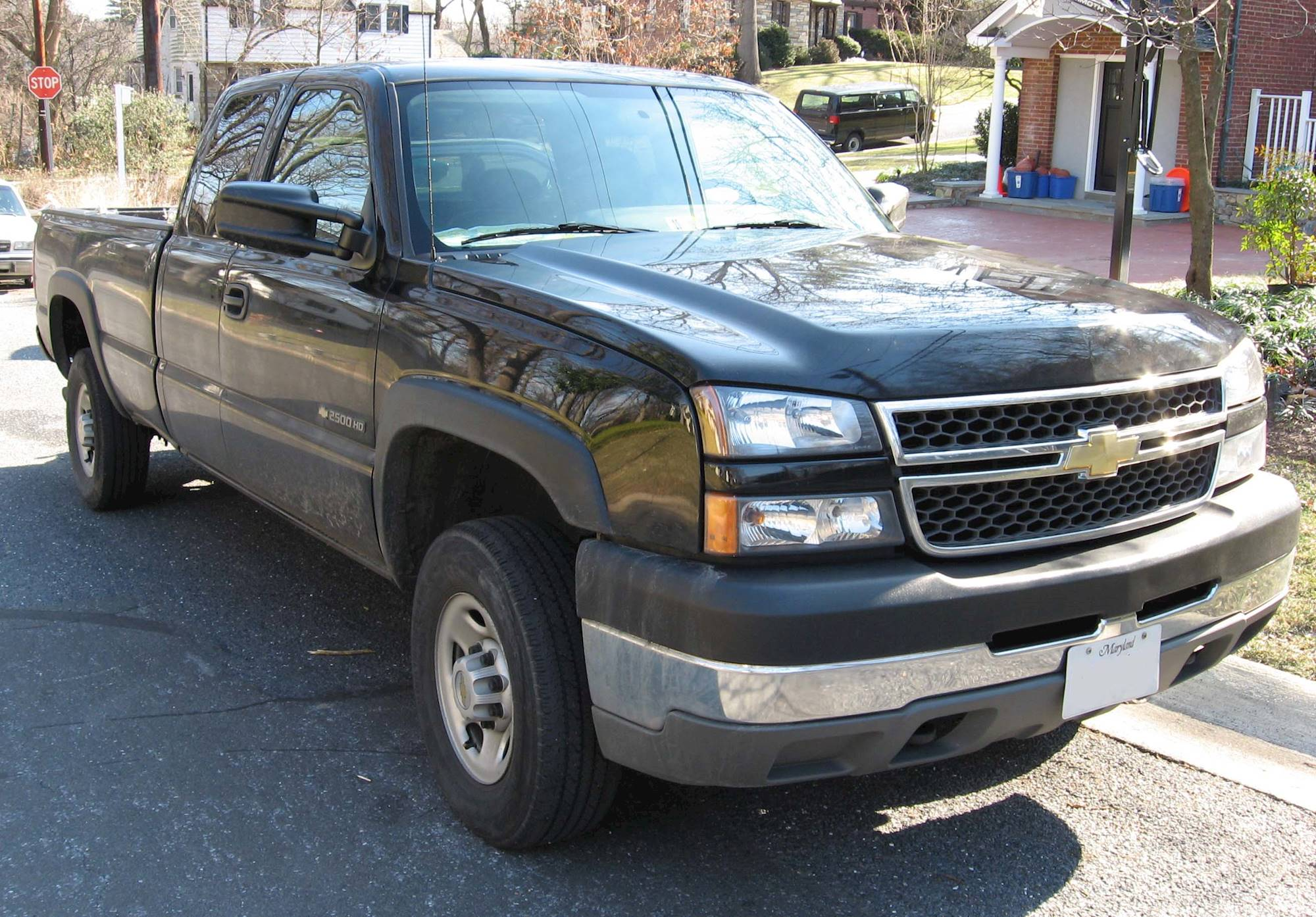 2007 Chevrolet Silverado 2500HD LT1 4x2 Crew Cab 8 ft. box 167 in. WB 6-spd sequential shift ...