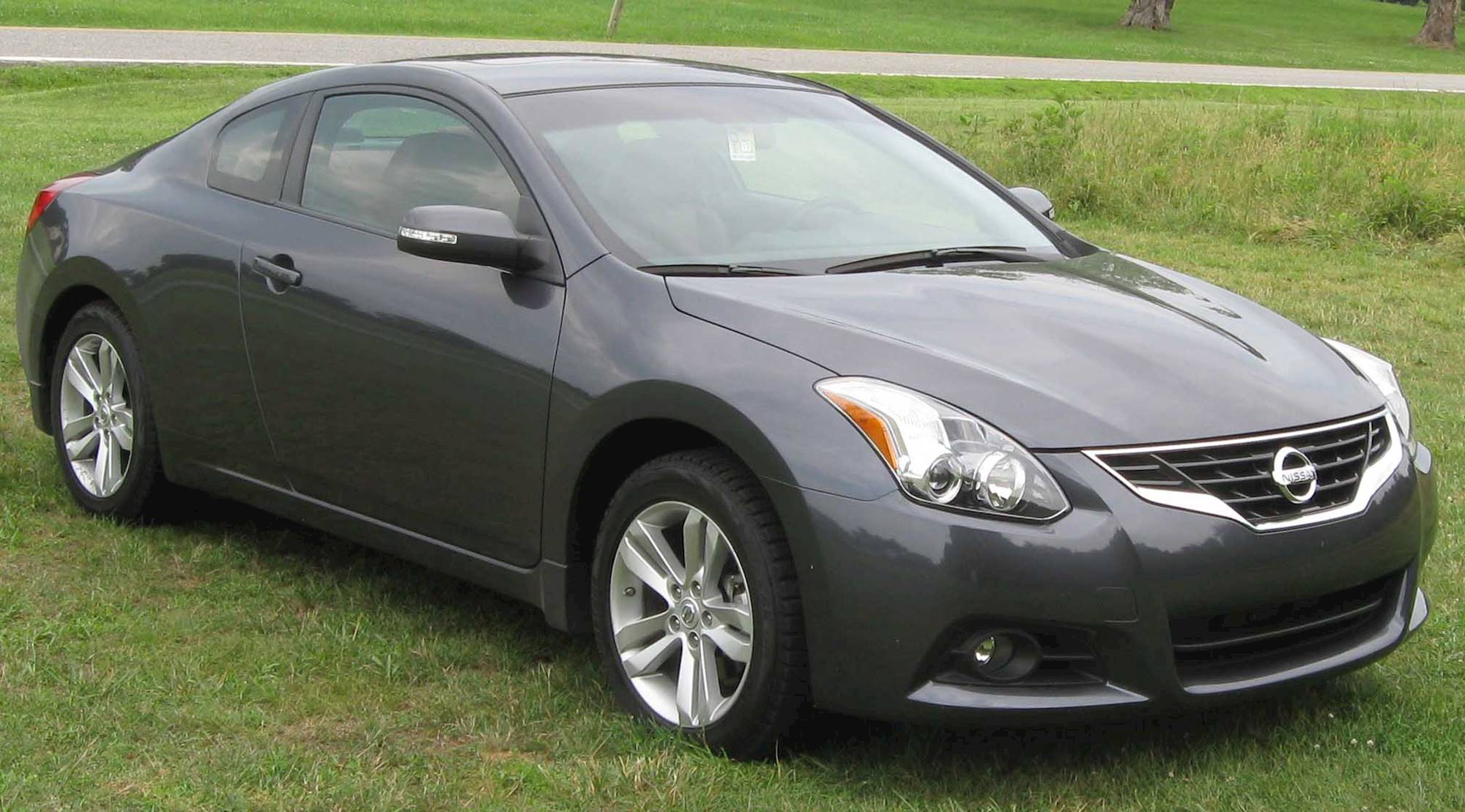 2011 Nissan Altima 2.5 S - Coupe Manual