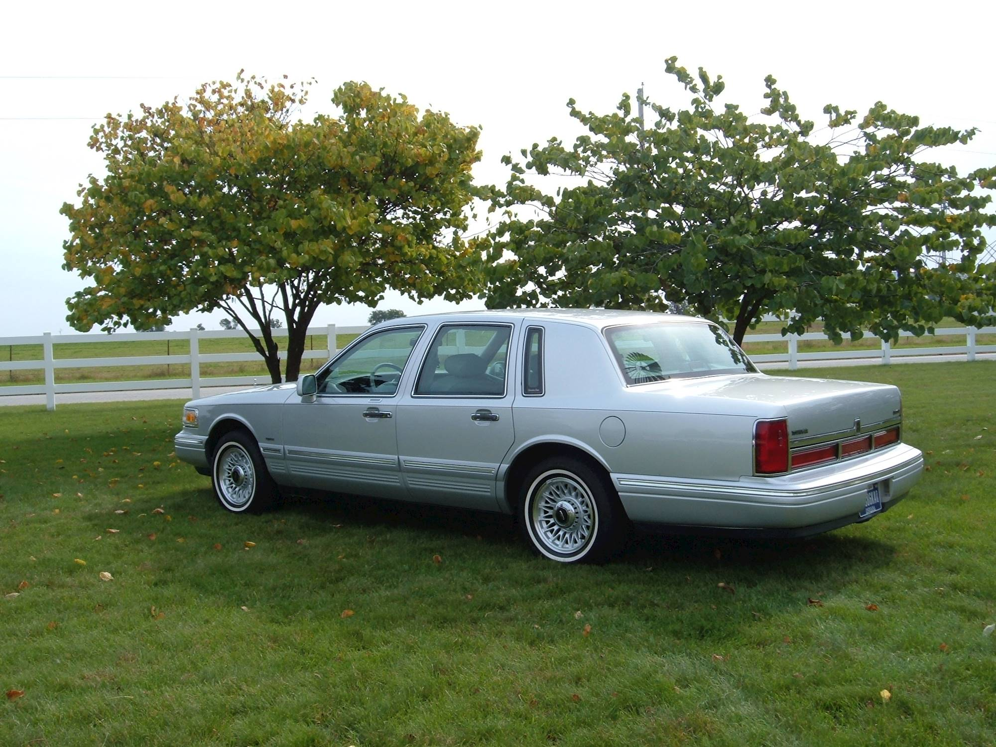 1996 Lincoln Town Car Cartier Sedan 4 6l V8 Auto