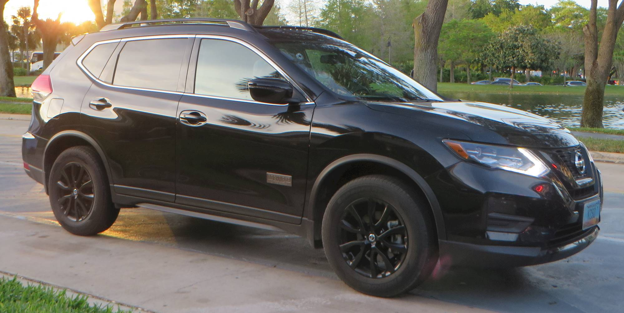 2010 nissan rogue s krom edition 4dr suv 2 5l cvt auto. Black Bedroom Furniture Sets. Home Design Ideas