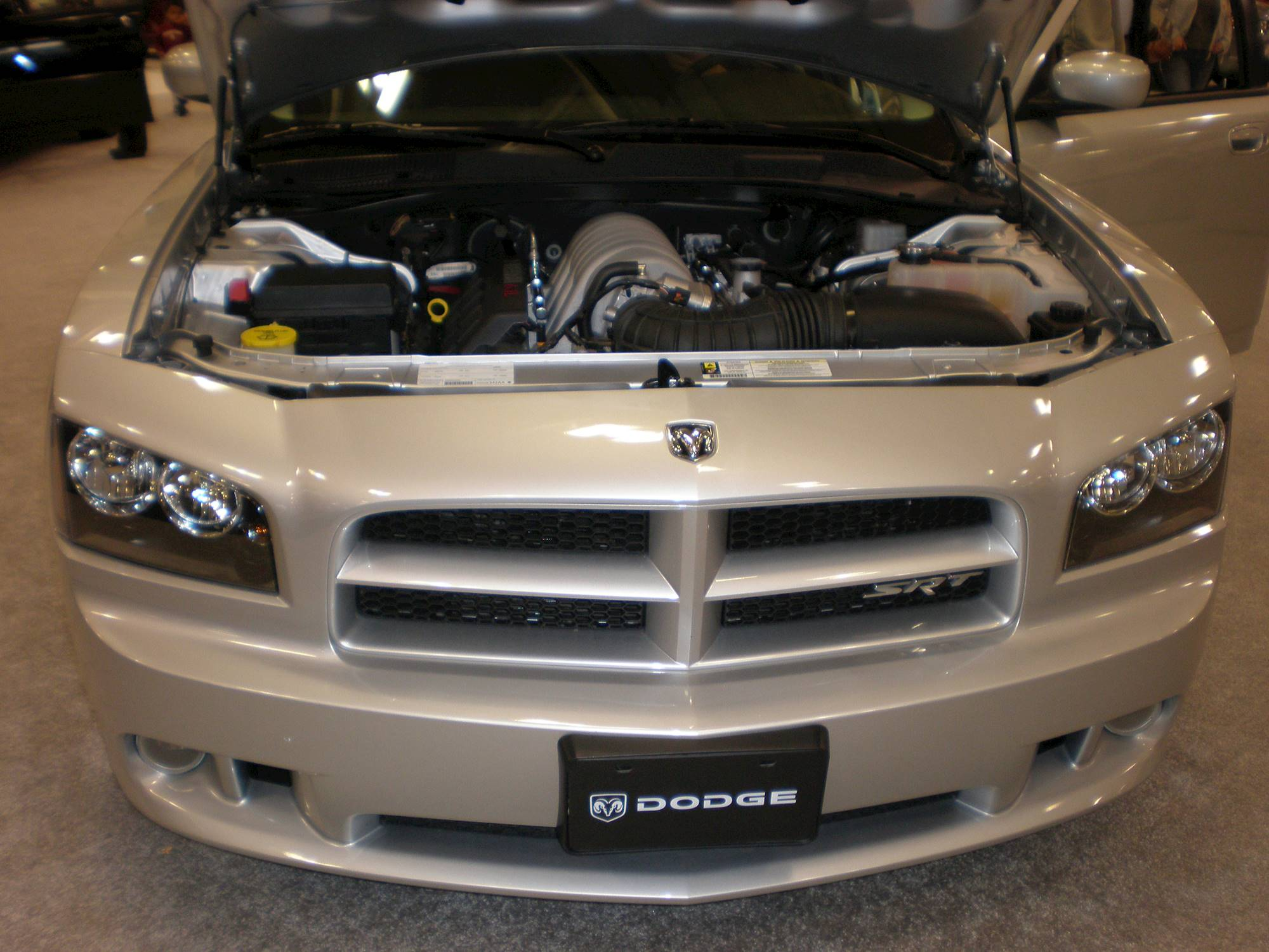 2008 dodge charger srt 8 sedan 6 1l v8 auto. Black Bedroom Furniture Sets. Home Design Ideas