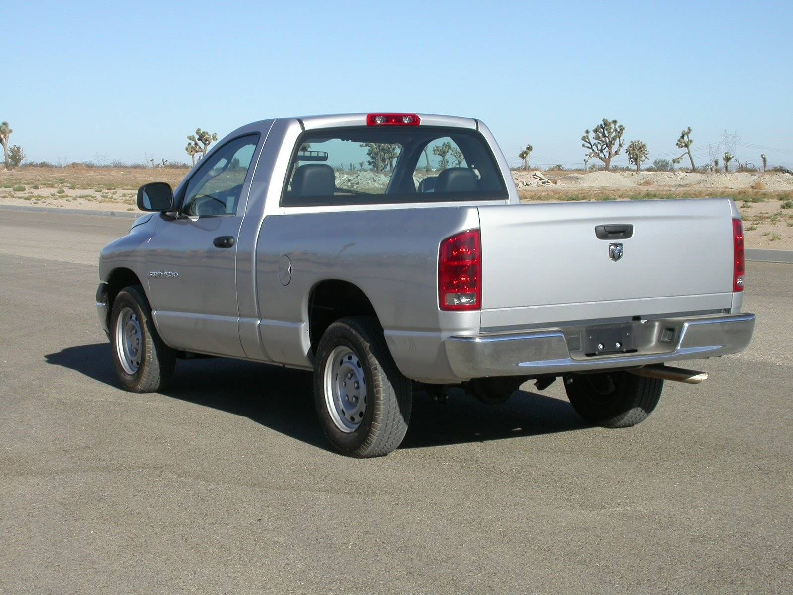 2005 dodge ram 1500 st 4x4 regular cab 140 5 in wb 6 spd. Black Bedroom Furniture Sets. Home Design Ideas