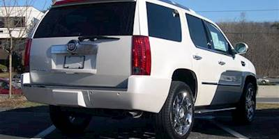 File:2007 Cadillac Escalade rear.jpg - Wikimedia Commons