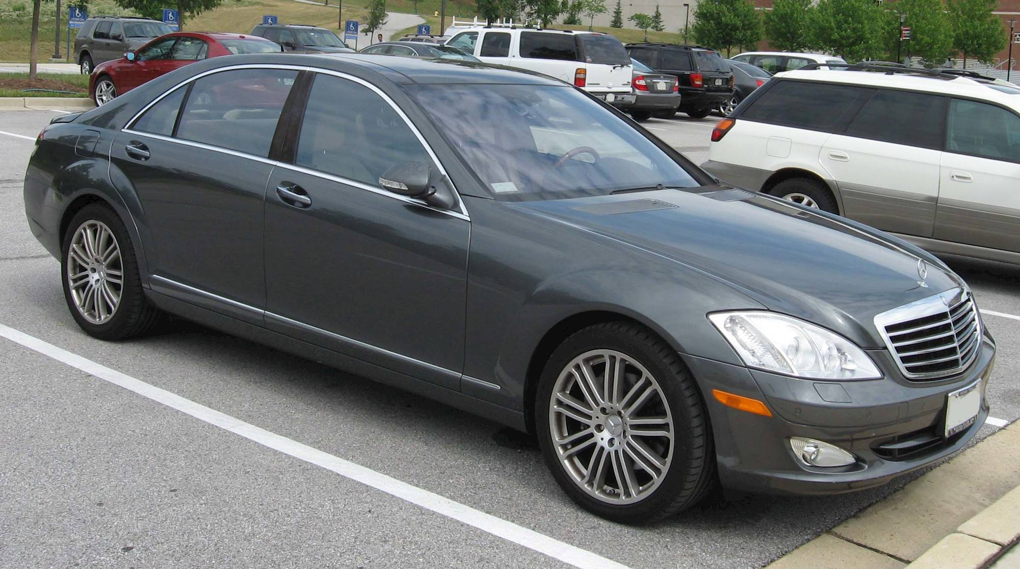 2007 Mercedes Benz S550 Base 4dr All wheel Drive 4MATIC Sedan 7 spd