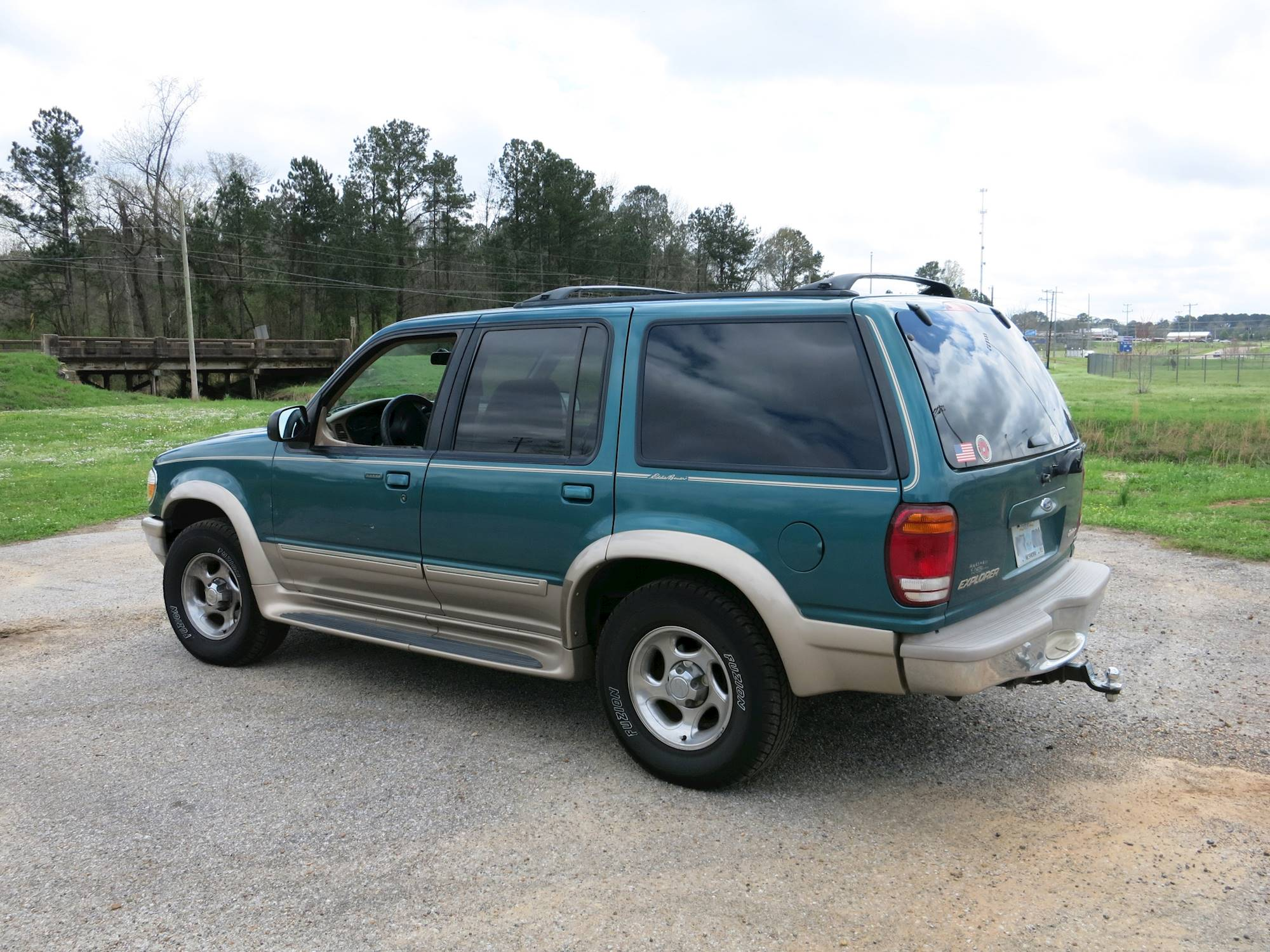 File:1998 Ford Explorer Eddie Bauer Edition - 16310509024 .