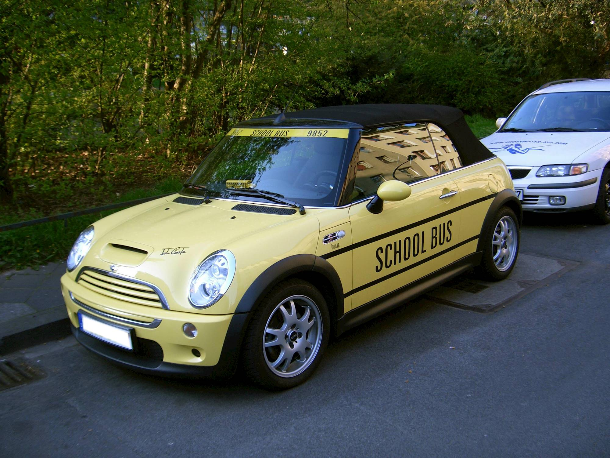 2002 mini cooper base 2dr hatchback 1 6l manual. Black Bedroom Furniture Sets. Home Design Ideas