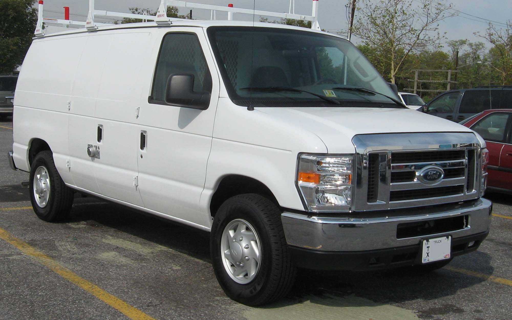 2000 Ford E-250 Recreational Extended Cargo Van 4-spd auto w/OD