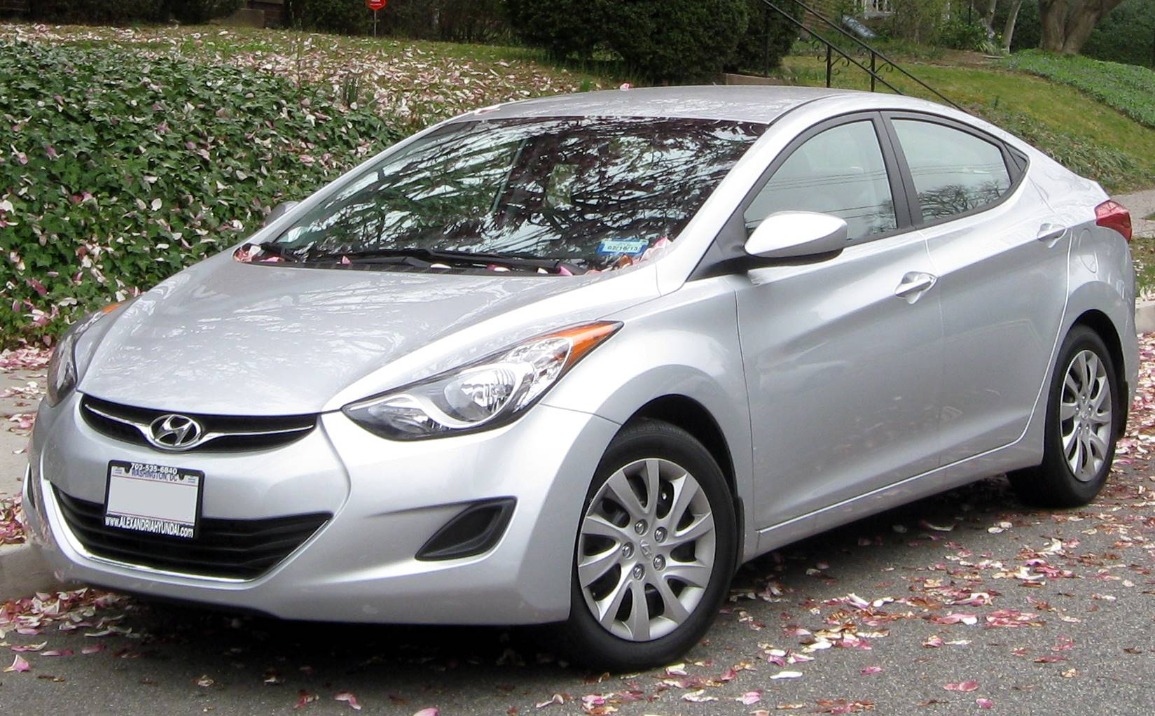 Hyundai Accent Gas Mileage >> 2012 Hyundai Elantra GLS w/6-Speed Automatic 4dr Sedan 6