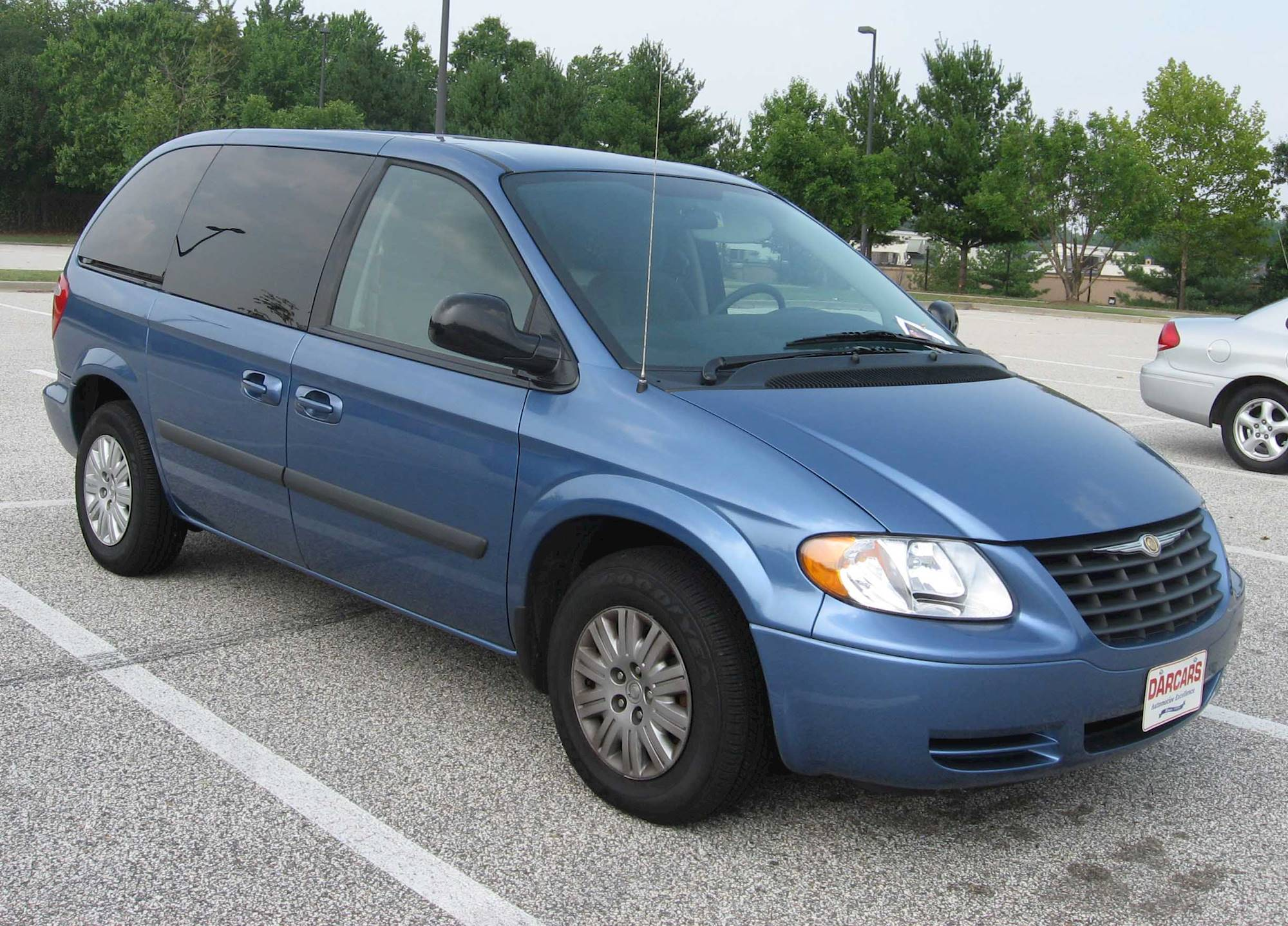 2005 Chrysler Town  U0026 Country Base Front